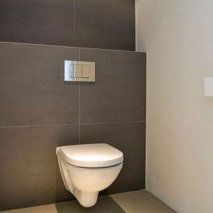 Grote toilet tegels